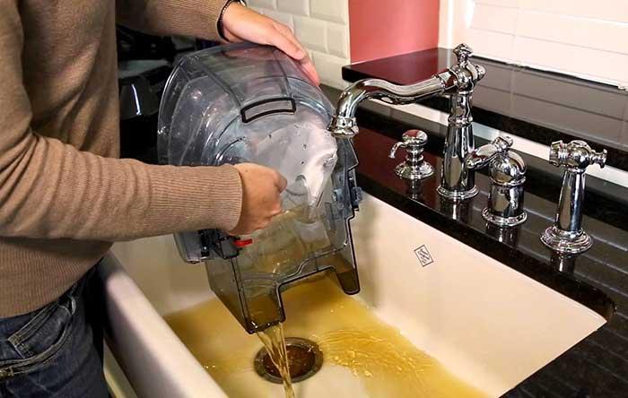 A vizes porszívóknál a koszos víz ürítése kellemetlen feladat